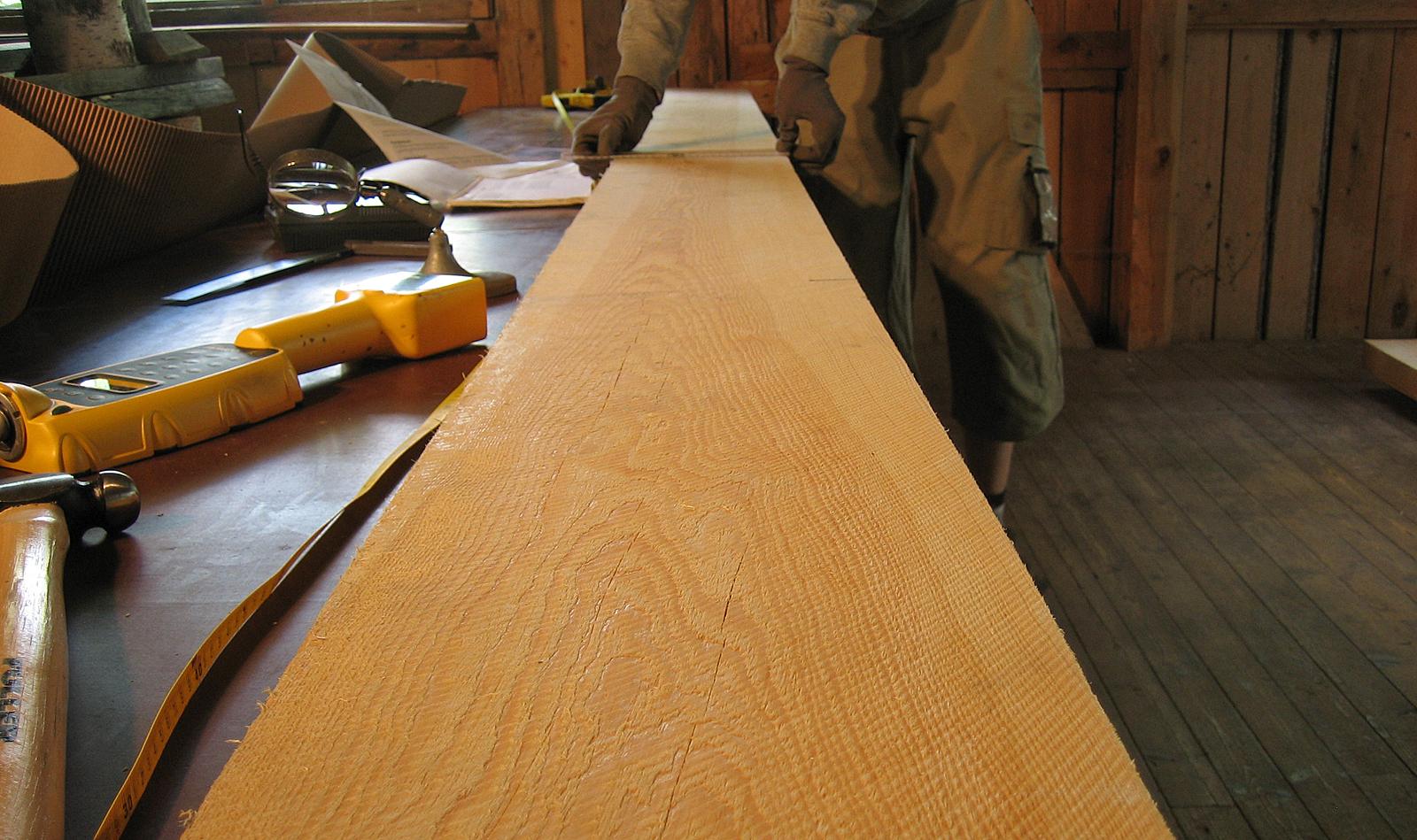Jatkuvan kasvatuksen männyn tyvitukista sahatun pintalaudan laatu säilyy hyvin korkeana jopa 15 metrin korkeuteen saakka. Kuva: Riikka Piispanen