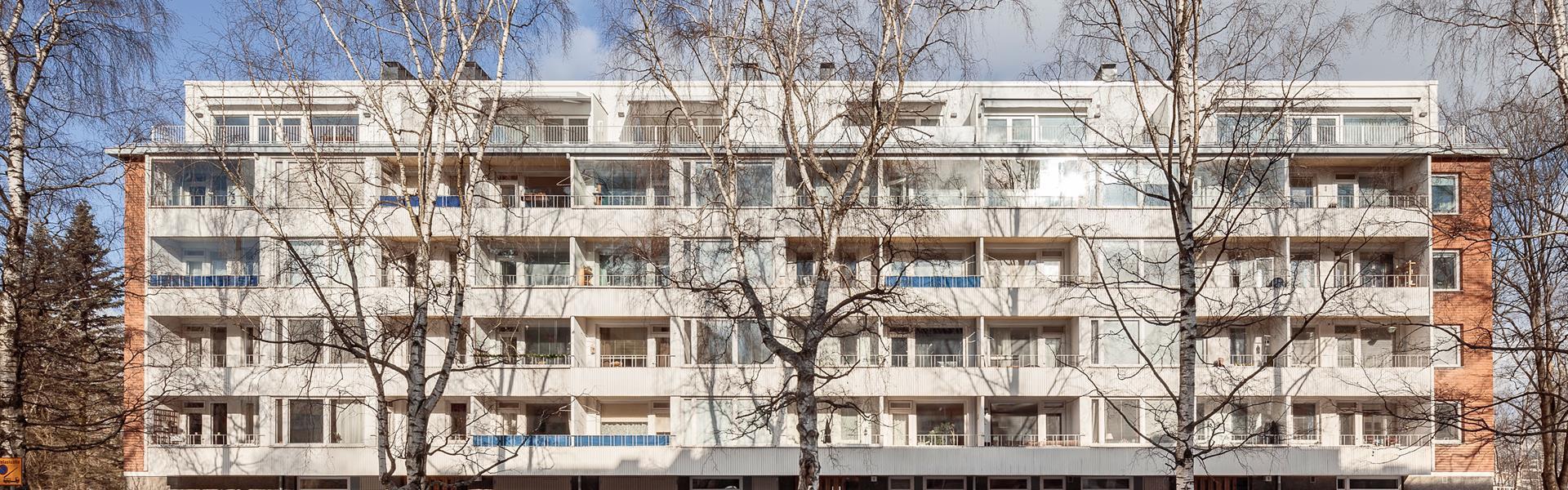 Helsingin Rakuunatien asuintaloon puusta rakennettu lisäkerros. Kuva: Metsä Wood