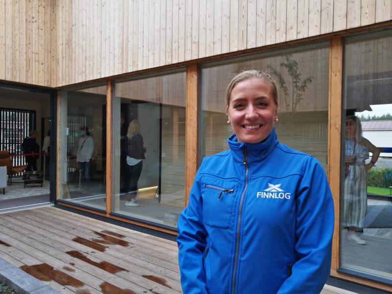 Finnlogin Hetena-taloa esitteli Veera Nurmi