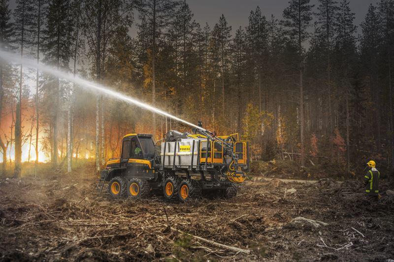 Metsätraktoriin asennettu palonsammutuskalusto. Kuva: Ponsse